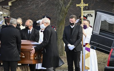 Wayne Gretzky Remembers His Father, Walter, As Man with 'A Heart of Gold' at Funeral