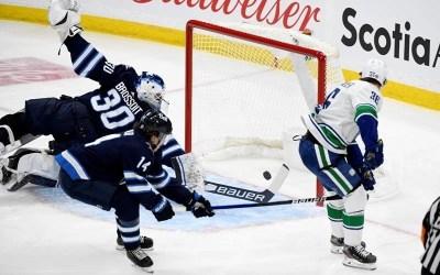 Hoglander Scores Twice as Vancouver Canucks Dump Slumping Winnipeg Jets 3-1