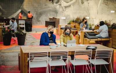 Outdoor Workspace Encourages People to Work Downtown Again