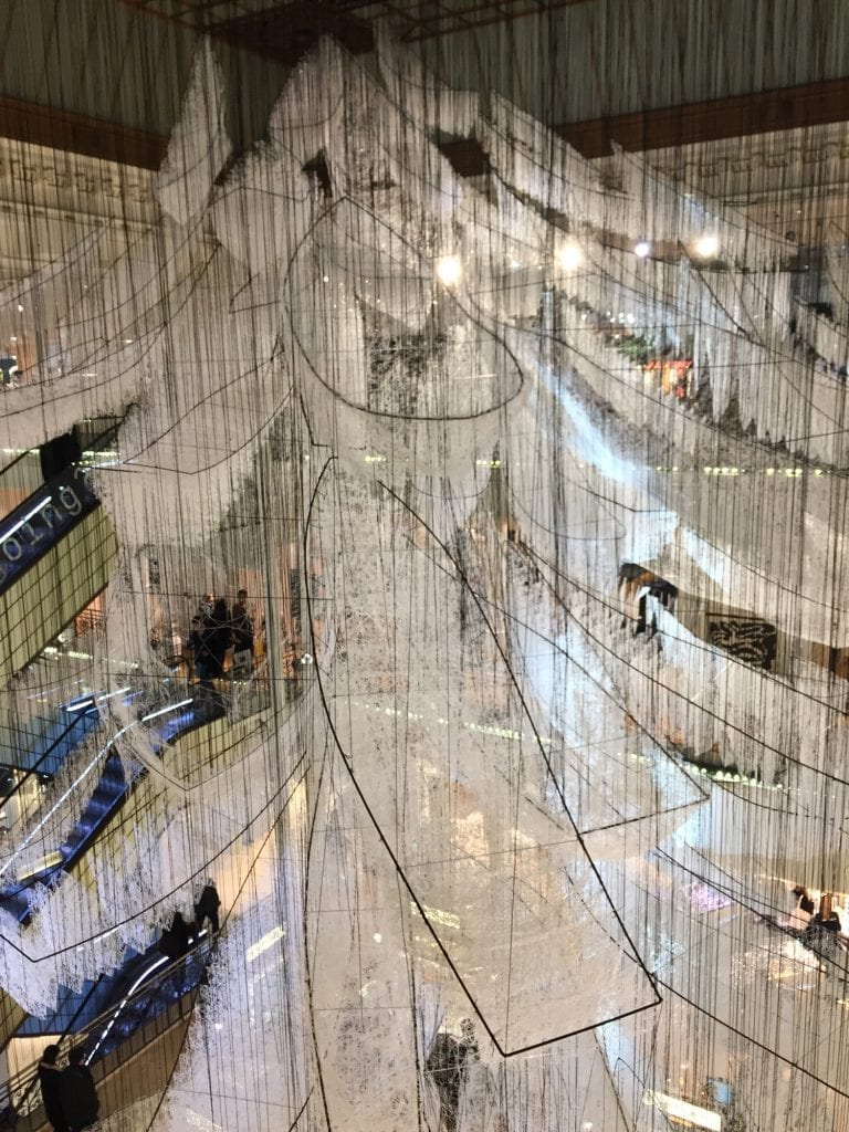Where-are-we-going-Chiharu-Shiota-Bon-marché