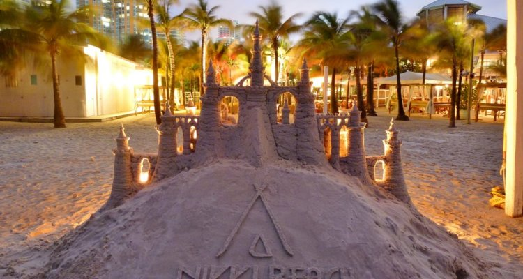 $10K Mojito - Nikki Beach $10,000 Strawberry Mojito New Years Eve