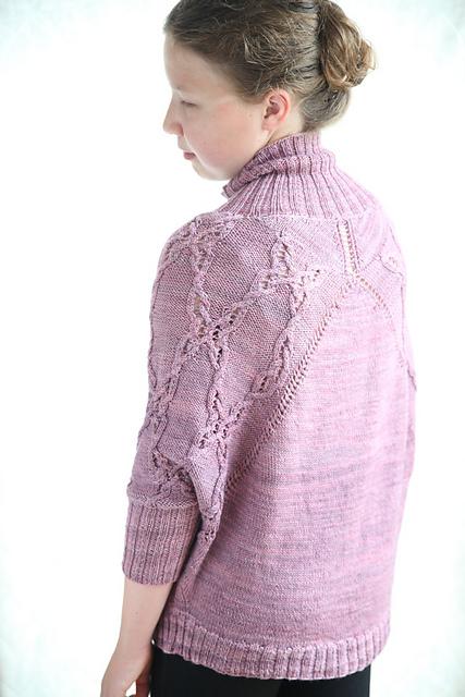 Pull tricoté Batwing le résultat après de multiples erreurs en tricot