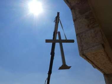 Crane swings Cross on to roof