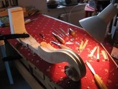 Schnecke von Tills Bass, Hohlekehle stechen/ carving the fluting