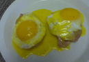 Eggs Bageldict with Hollandaise (low carb)