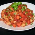 Gebakken gnocchi met tomatensaus uit de Dutch Oven