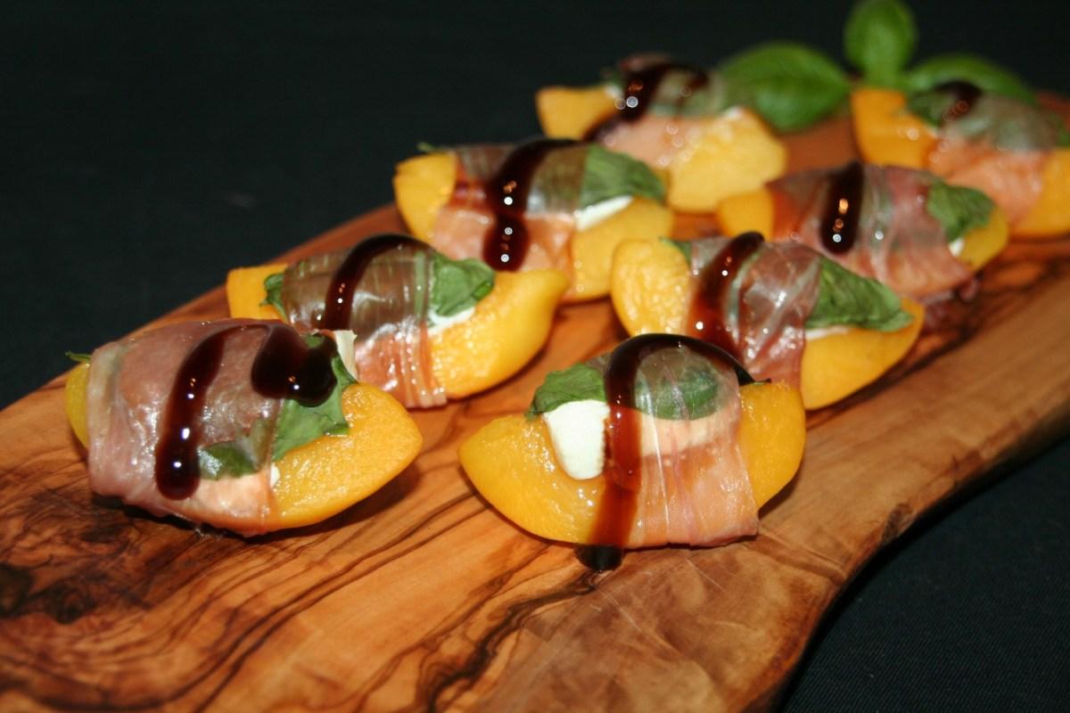 Perzik omwikkeld met prosciutto