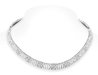 A DIAMOND AND WHITE GOLD