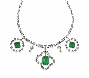 AN EARLY 20TH CENTURY EMERALD AND DIAMOND NECKLACE