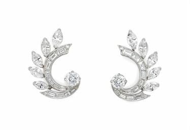 A PAIR OF DIAMOND EAR CLIPS, BY VAN CLEEF & ARPELS
