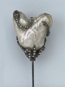 AN ANTIQUE NATURAL PEARL AND DIAMOND HAT PIN