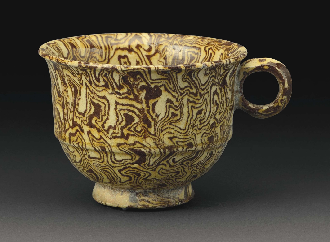A RARE YELLOWGLAZED MARBLED POTTERY CUP  TANG DYNASTY AD 618907  CHINESE CERAMICS AND