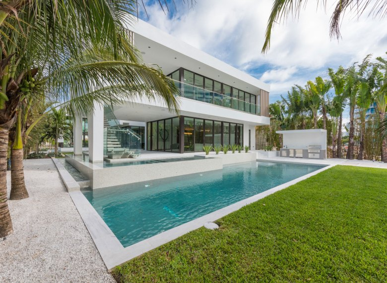 Luxury Living Modernist Homes Prove That Less Is More