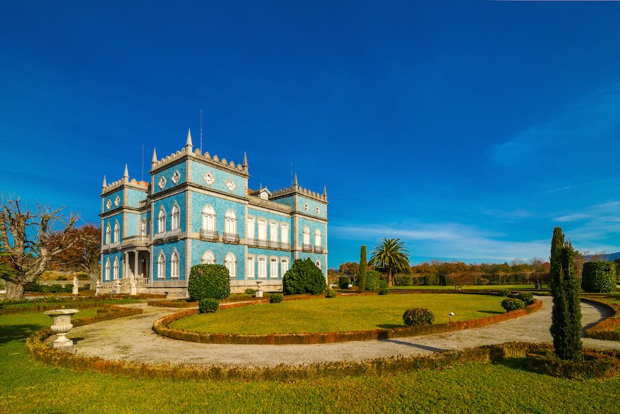 Palatial manor and vineyard in the north of Portugal
