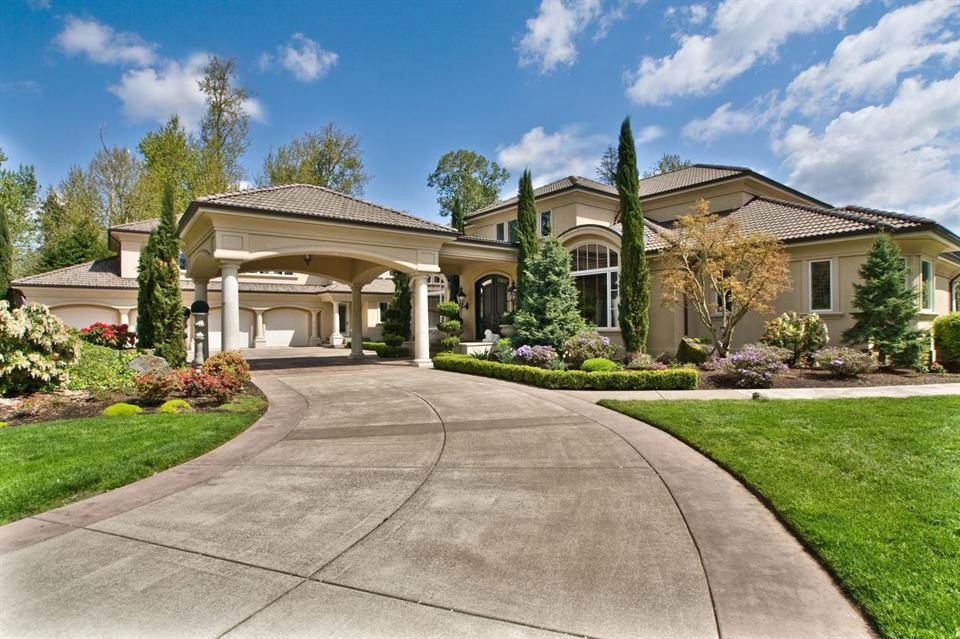 5 Bedrooms, 10,122 sq. ft.Majestic gated riverfront estate