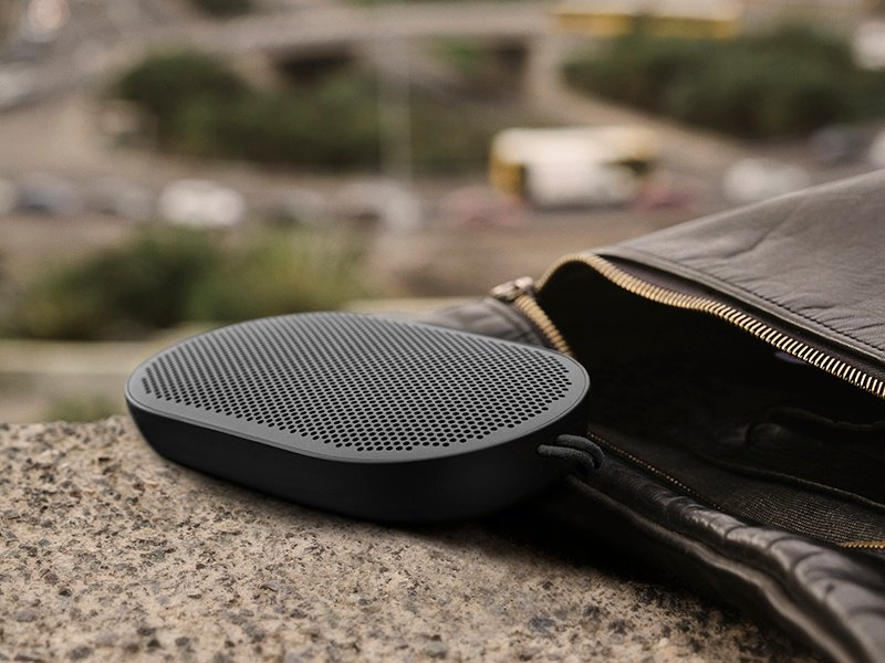 The streamlined, pocket-sized Beoplay P2 is splash- and dust-resistant—ideal for on-the-go adventures.