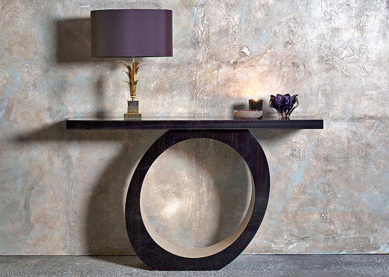 Os designs contemporâneos da coleção Evoke da Davidson London têm um toque clássico, com alguns itens apresentando um acabamento de carvalho de grão aberto.