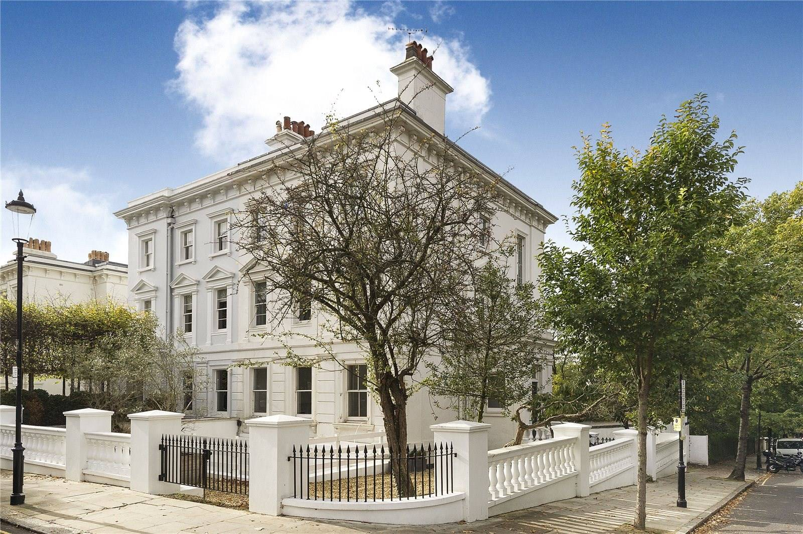 This 19th-century Grade II-listed house in London's Notting Hill is distinguished by the symmetry, scale, and ornamentation of the Greek Revival movement.
