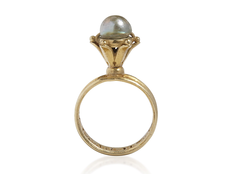gold and pearl finger ring from Byzantine era