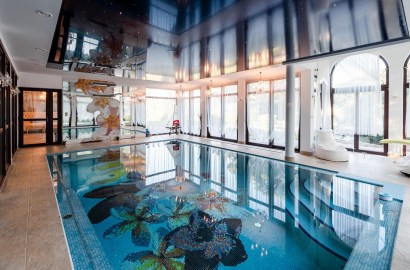 7 Homes with Indoor Swimming Pools