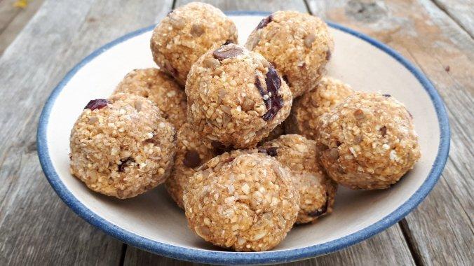 No Bake Chocolate Quinoa Energy Balls