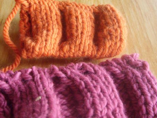 Comparing the finished swatches, Ysolda's in Orange, smooth and easy, mine in pink, not so smooth.