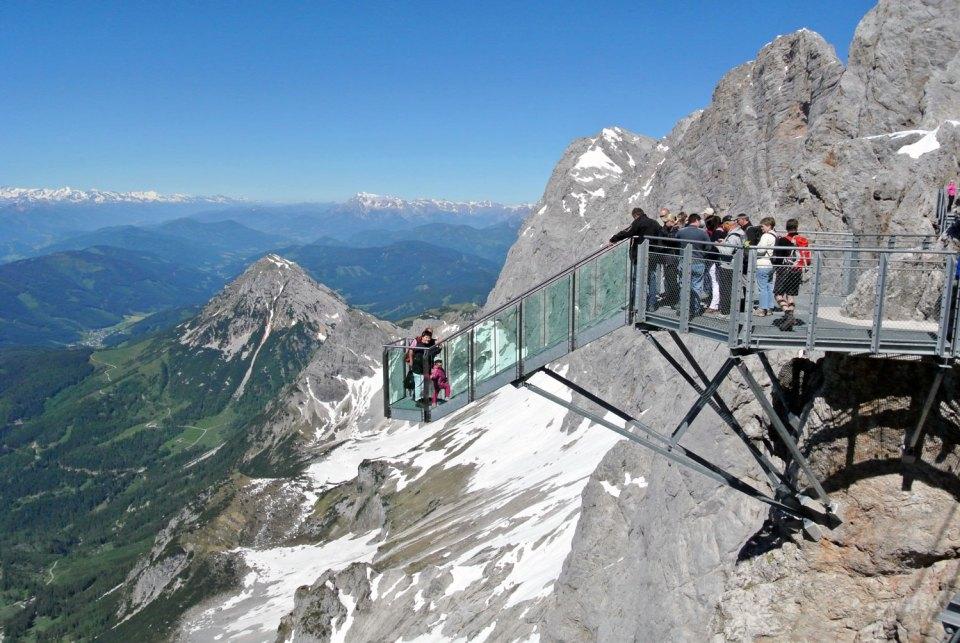 Treppe ins Nichts am Dachstein Gletscher