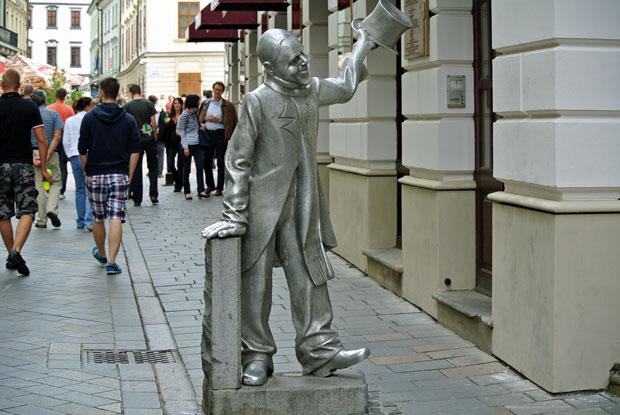 Statue Schone Naci in Bratislava