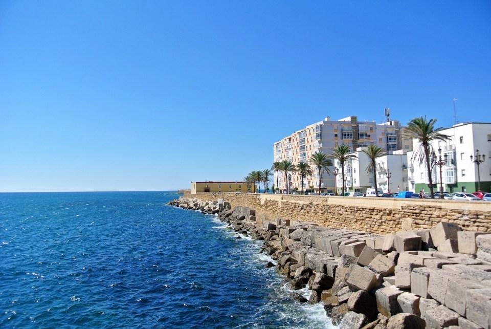 Promenade in Cadiz, Andalusien in Spanien