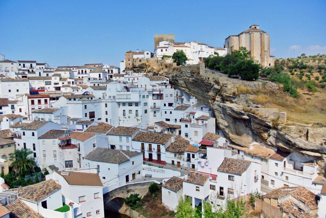 Setenil de las Bodegas in Andalusien