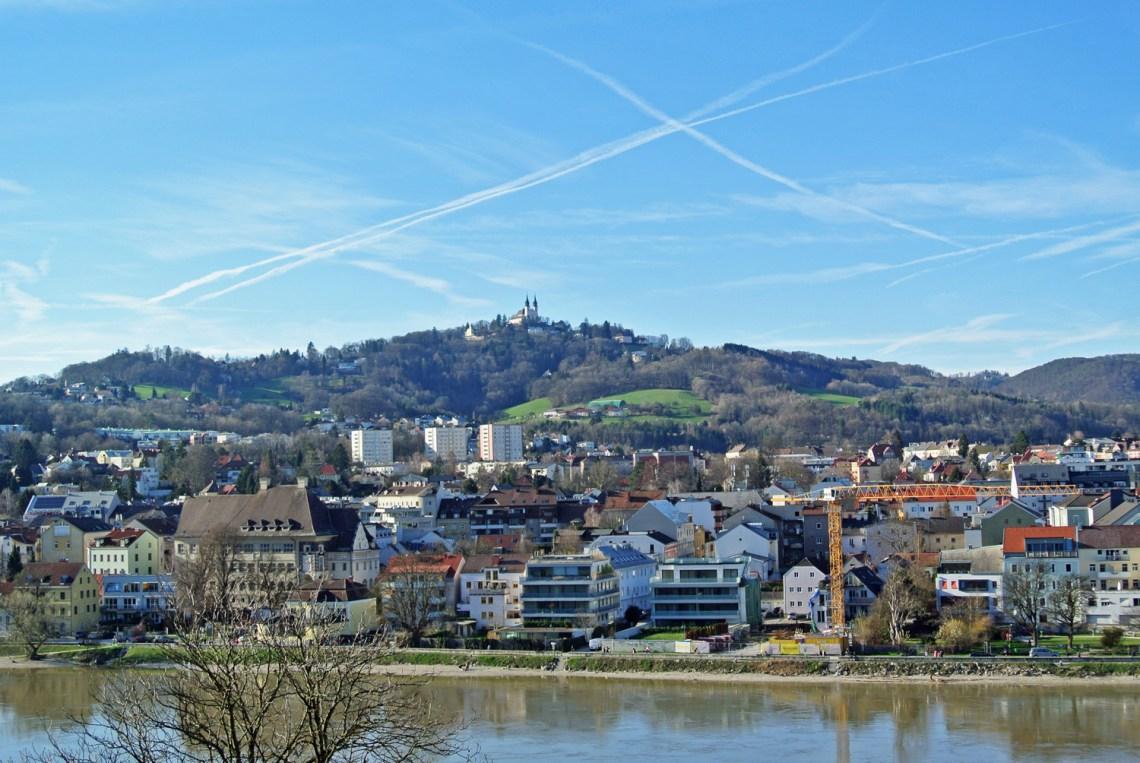 Blick auf den Pöstlingberg in Linz