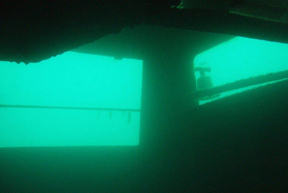 Tauchen in einem versunkenen Schiff