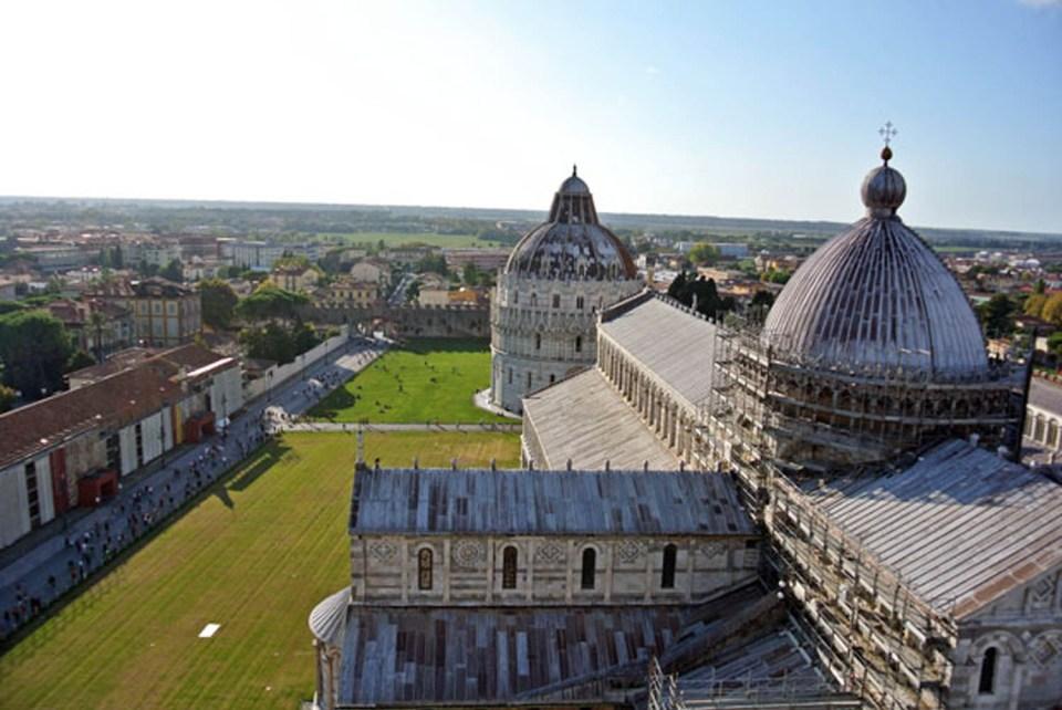 Ausblick vom Schiefen Turm in Pisa