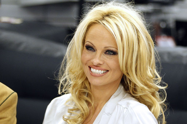 FROM ZERO TO HERO! PAMELA ANDERSON WAR BEIM FRISEUR ChristlClear