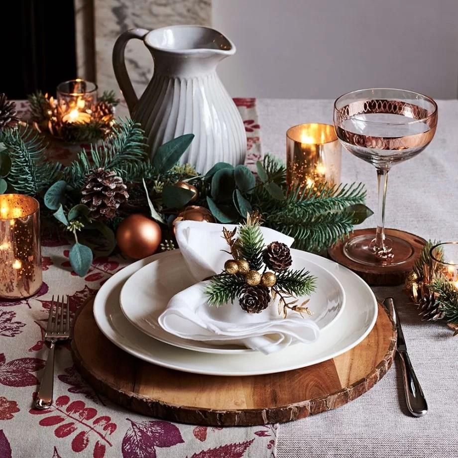 How To Dress Your Christmas Dinner Table Christmas By Christmas Co Uk