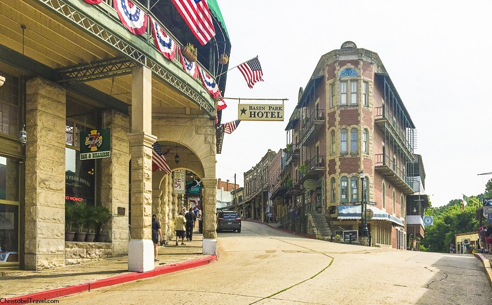 Downtown, Spring Street - EUREKA SPRINGS: 25 THINGS TO DO - by Christobel Travel
