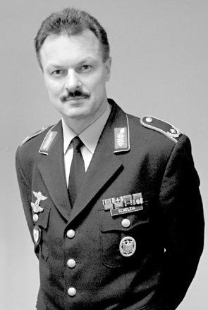 Wie man General wird: Peter Schelzig (hier im Porträt) weiß, wie es geht.