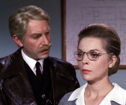 "Martin Landau and Barbara Bain portray awkward old flames in ""The Glass Cage"""