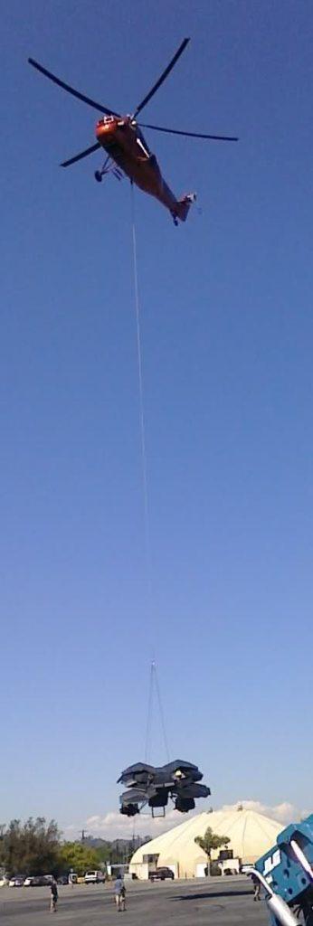 Le Bat suspendu à un hélicoptère sur le tournage de The Dark Knight Rises à Los Angeles