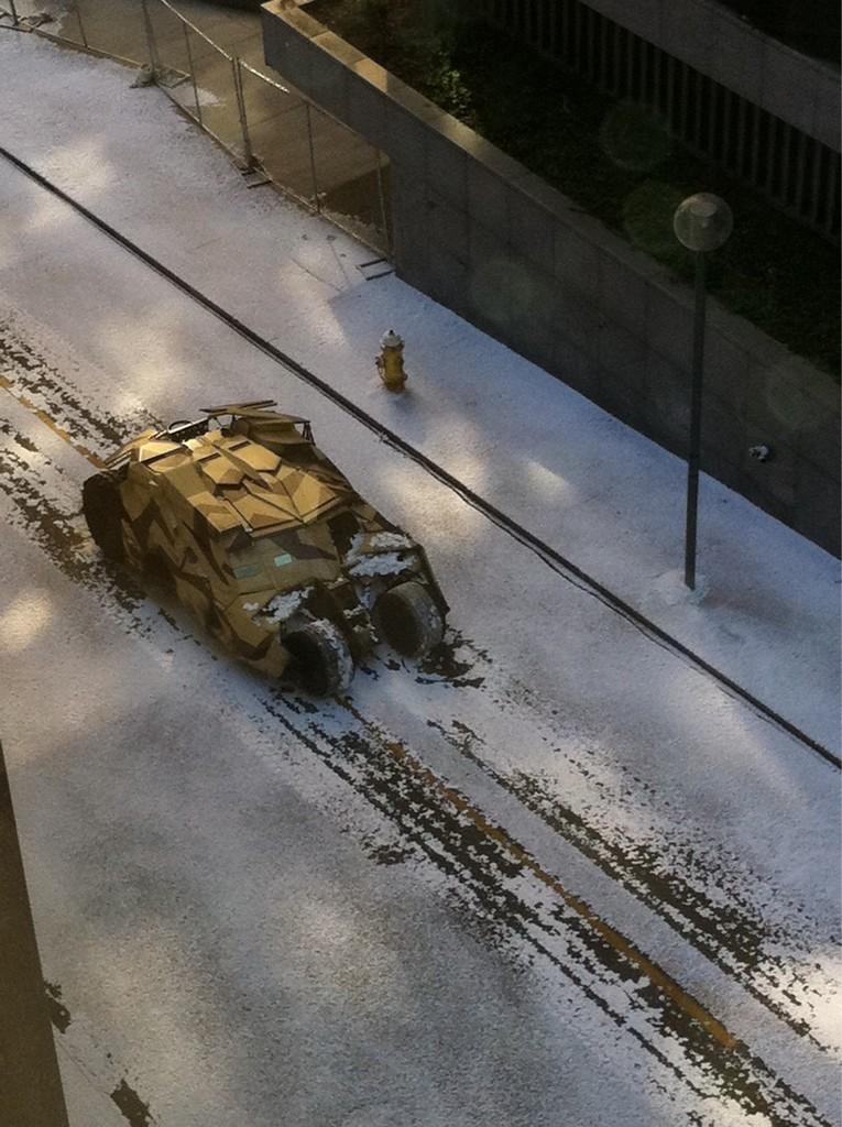 Un Tumbler dans les rues enneigées de Pittsburgh