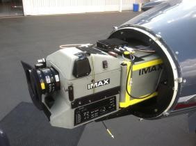 Une caméra IMAX placée dans le fuselage avant d'un avion pour le tournage d'Interstellar