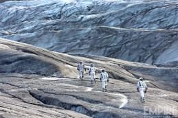 Cooper (Matthew McConaughey) et son équipe sur une planète de glace dans Interstellar