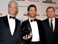 Rick Nicita (président de l'American Cinematheque), Matthew McConaughey et Christopher Nolan Matthew McConaughey au gala de l'American Cinematheque 2014