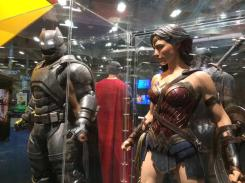 Costumes de Batman et Wonder Woman dans Batman v Superman