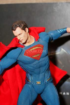 Statuette DC Collectibles de Superman dans Batman v Superman