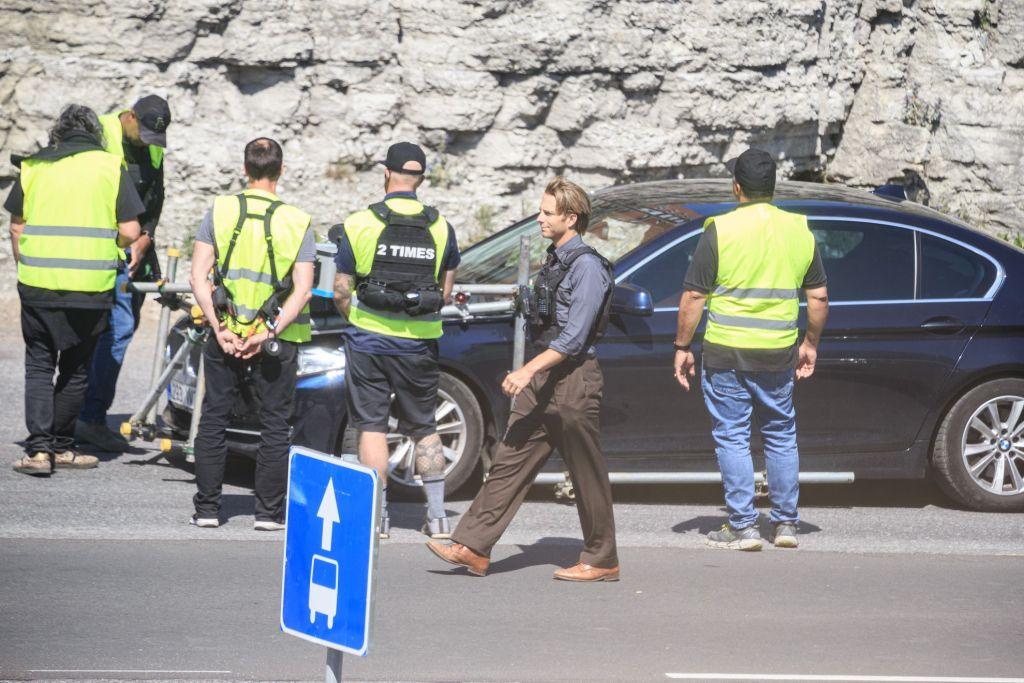 Hoyte van Hoytema et la doublure de Robert Pattinson pendant le tournage de Tenet sur Laagna tee, Tallinn, Estonie, le 13 juillet 2019