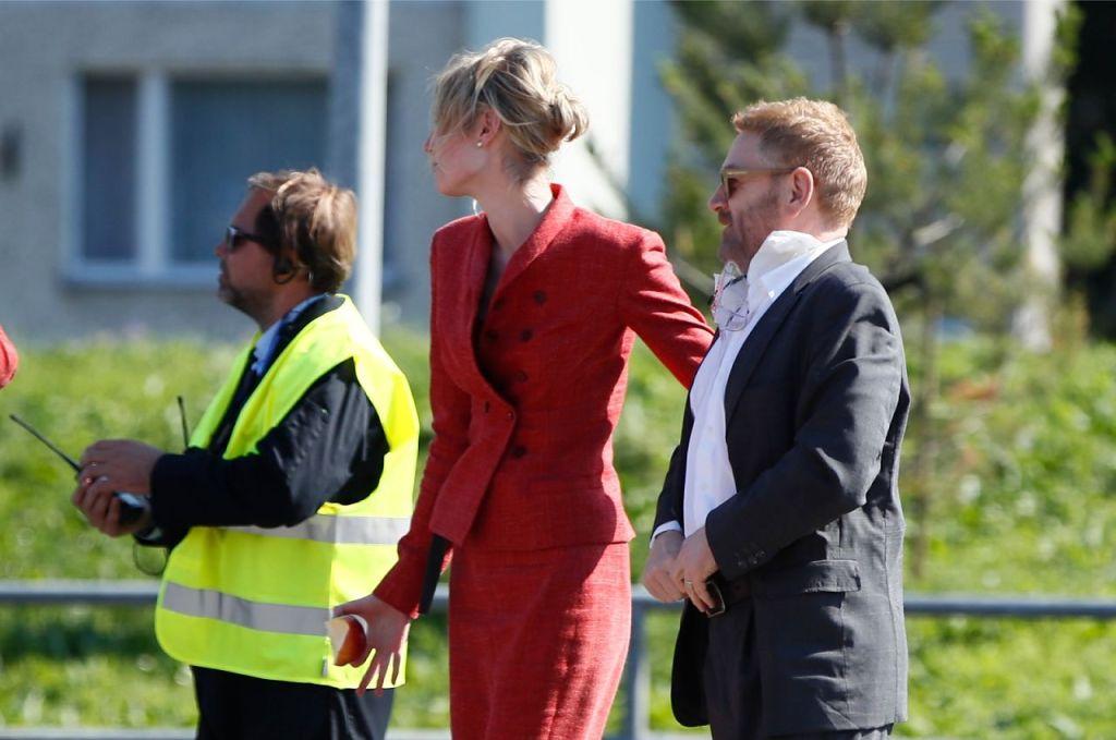 Elizabeth Debicki et Kenneth Branagh pendant le tournage de Tenet sur Laagna tee, Estonie, le 24 juillet 2019