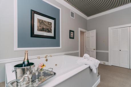 Lions Den Room - Christopher Place Resort 6