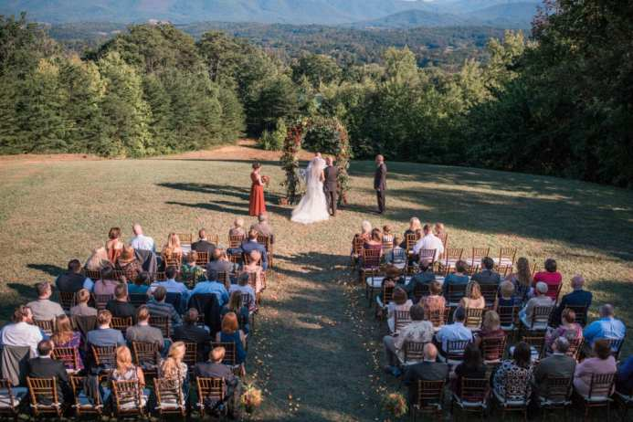 6 Reasons to Have a Mid-Week Wedding - Christopher Place - www.christopherplace.com