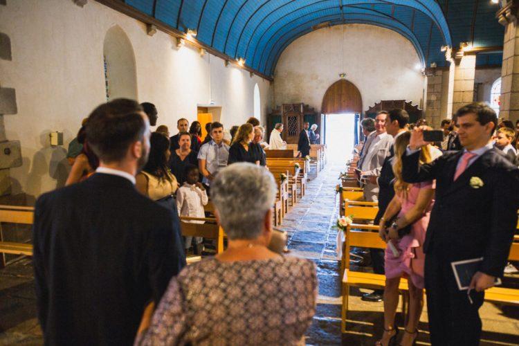 cérémonie de mariage à l'église de Plouhinec